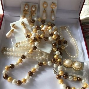 Jewelry - 11 pieces of fashion Pearls jewels WOW!!